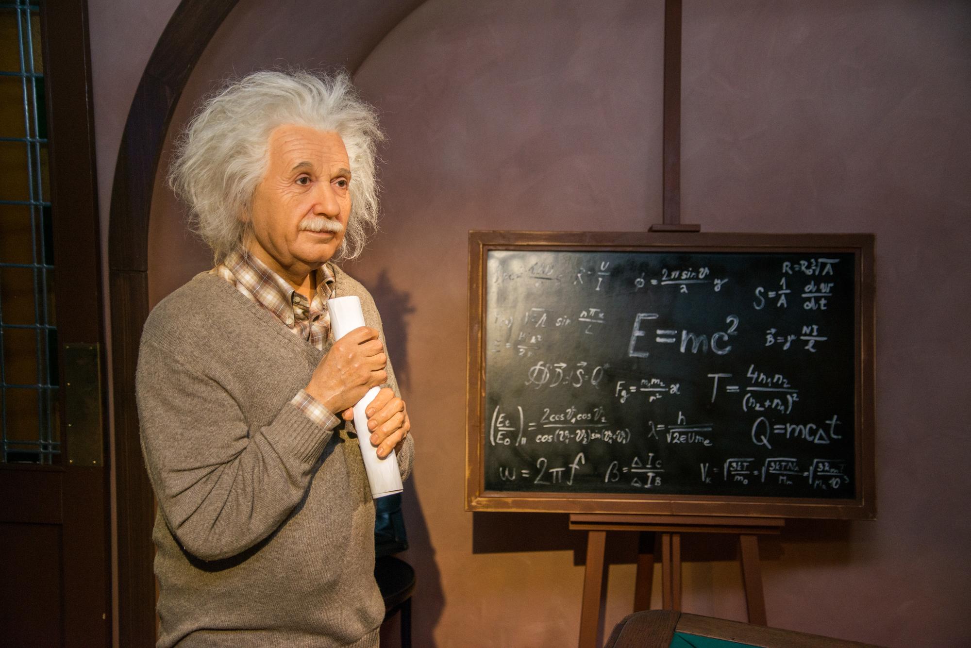 Albert Einstein essay in English 100 words