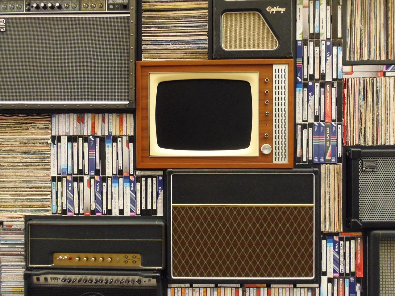 advantage and disadvantage of television essay